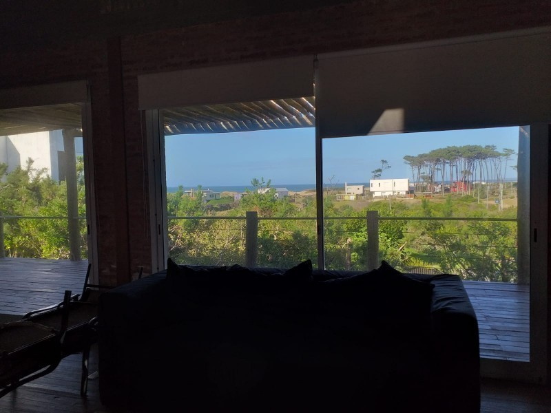 Hermosa casa en alquiler y venta, 5 dormitorios, 2 en suite, piscina y parrillero a 150 mts del mar