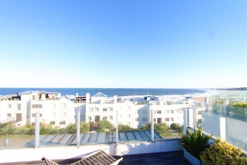 Excelente unidad triplex 4 y dep en  Bikini Beach con pileta y parrillero