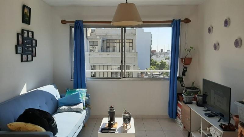 a metros  de 18 de julio muy lindo apartamento al frente